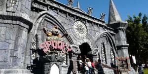 Amusement Parks in Australia: Luna Park Sydney, Dreamworld, Sea World, Warner Bros. Movie World, Whitewater World, Luna Park, Melbourne